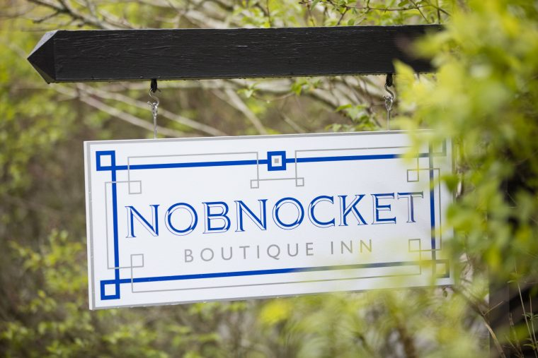 Nobnocket Sign