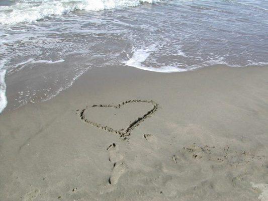 sand-heart-1404218