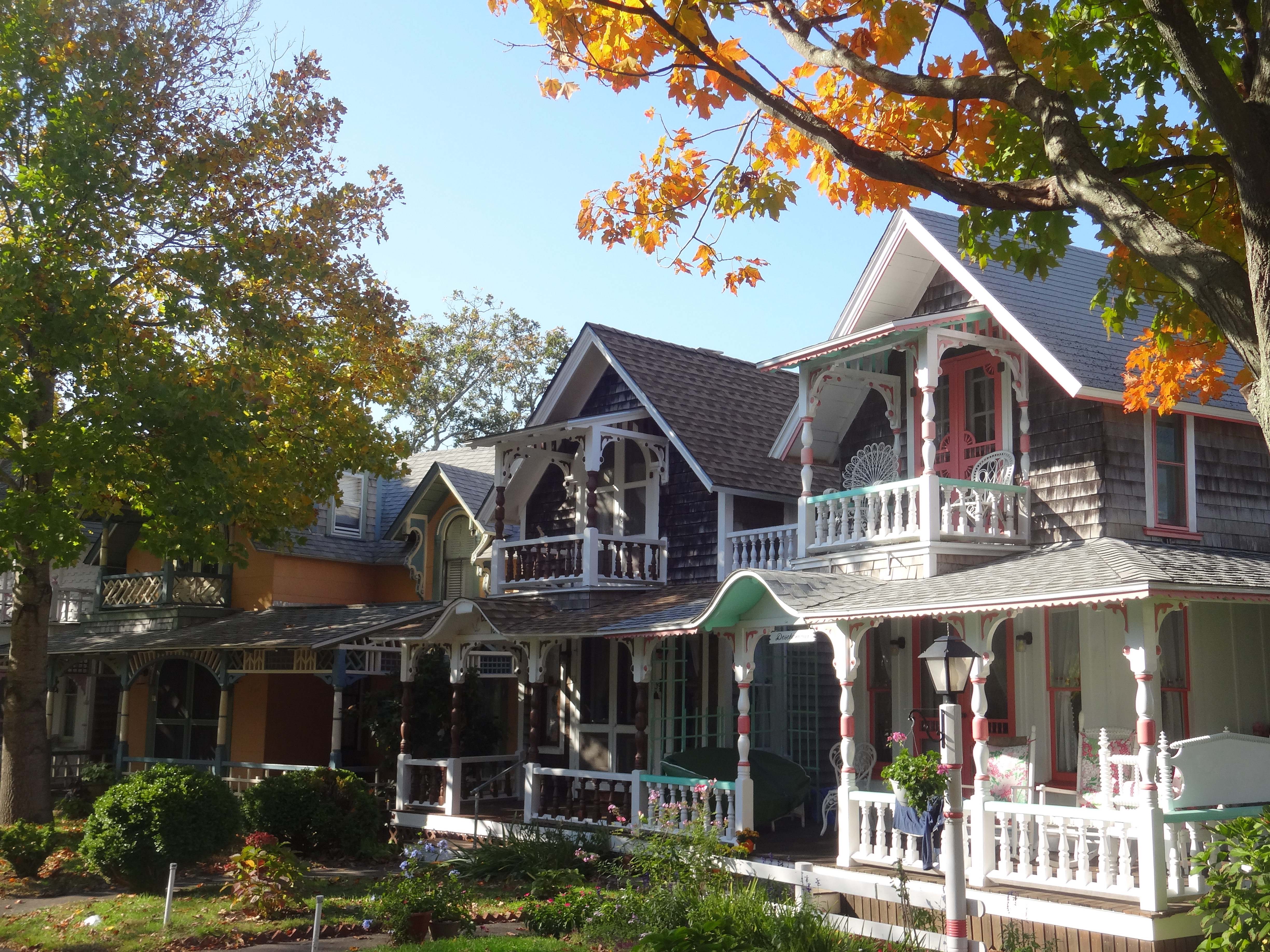 Where to find the gingerbread houses on martha 39 s for Martha s vineyard gingerbread cottages